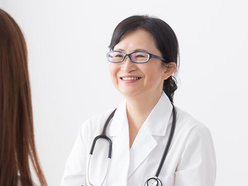 女性医師による診察